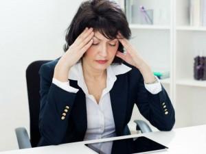 Mulher-menopausa-BakiBG-iStock